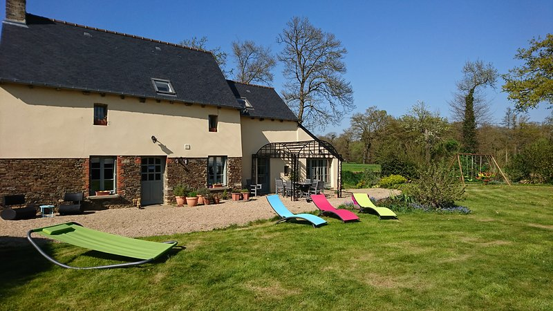 Merveilleux cottage proche de Dinan, Rennes, Saint-malo et Mont Saint-Michel, holiday rental in Hede