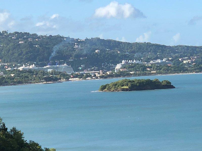 GORGEOUS Views, GREAT Location Modern 2-bed, 2-bath #4 Calabash Villas, alquiler de vacaciones en Gros Islet