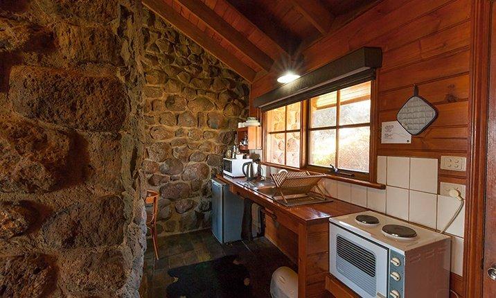 Tuki Stone cottages - Kitchen