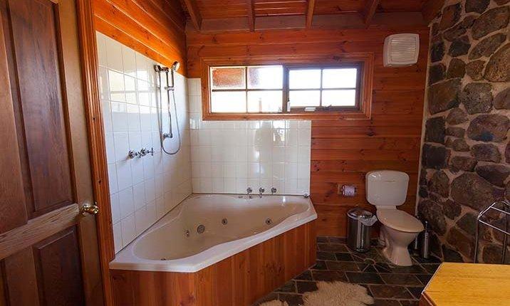 Tuki Stone cottages - Spa bathroom