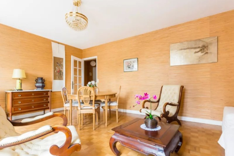 Spacious 1 bedroom apartment in Versailles center, location de vacances à Versailles