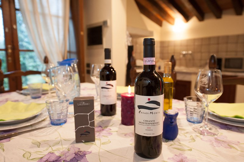 We produce wines and export them worldwide! Let us cook for you or organize a wine-tasting for you!