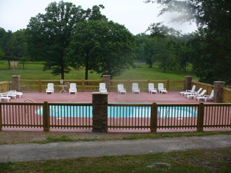Gemeinschaftspool während der Poolsaison geöffnet