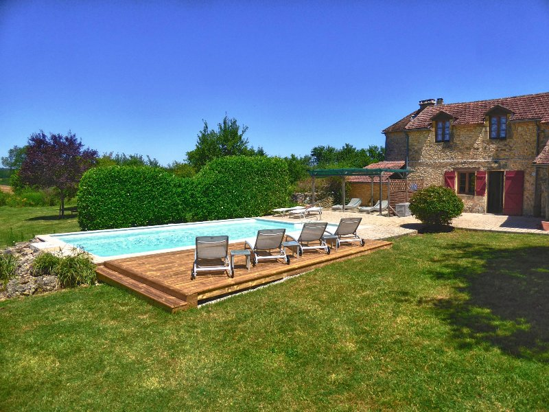 An elegant country house with private heated pool, beautiful t grounds, Wifi  & wheelchair accesible