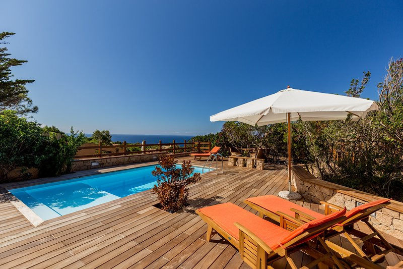 Villa Beatrice with private pool and solarium with sea view, vacation rental in Costa Paradiso