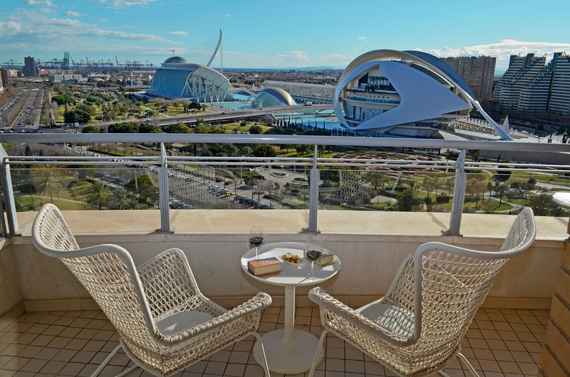 ApartUP Blue Opera View. Pool, WiFi, PK, Gym, holiday rental in Rugat