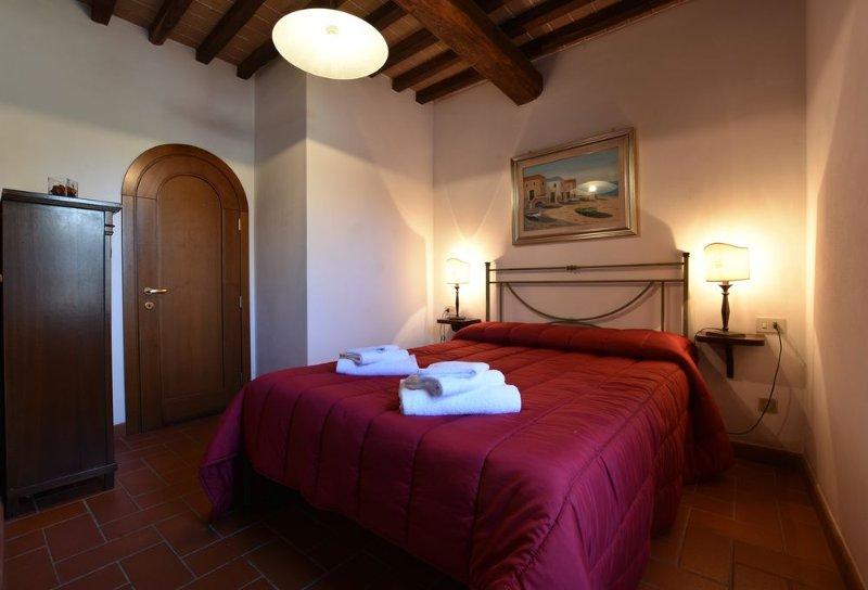 Fattoria Castello di Starda Romantic Apartment, Pool View, vacation rental in Nusenna