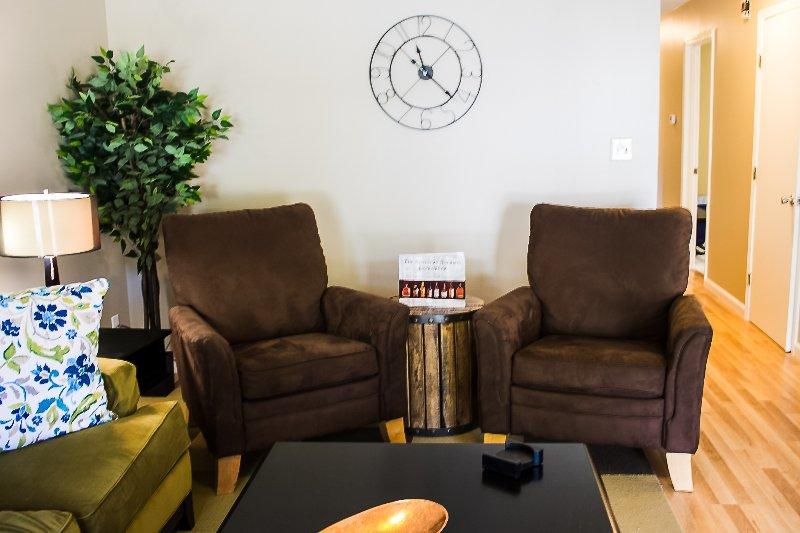 Viele Sitzgelegenheiten im Wohnzimmer