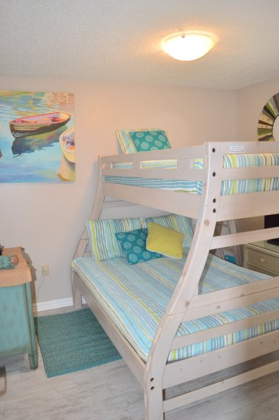 Chambre 2 ~ lit complet sur le fond et simple en haut