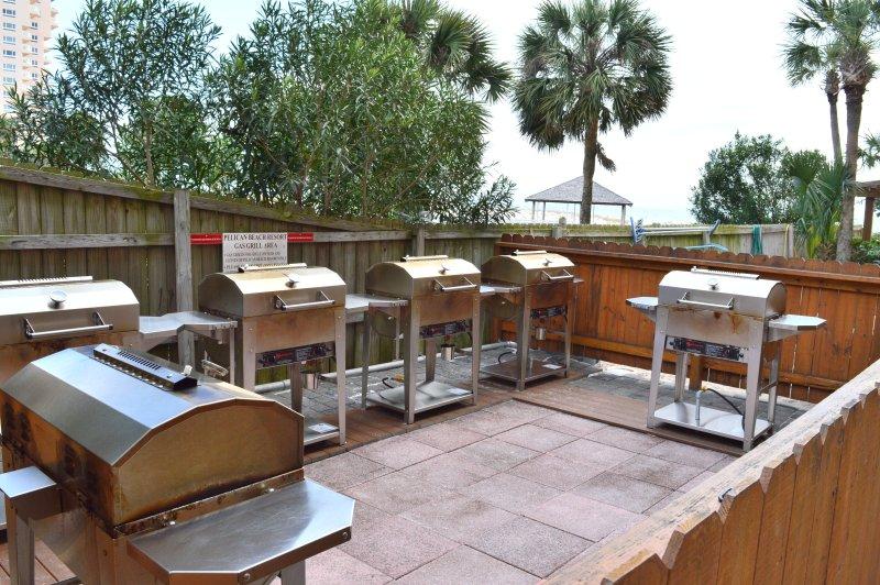 Grills Pelican Beach