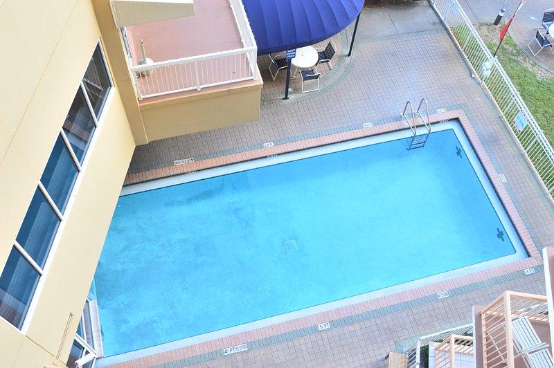 Balcon Vue sur la piscine intérieure / extérieure