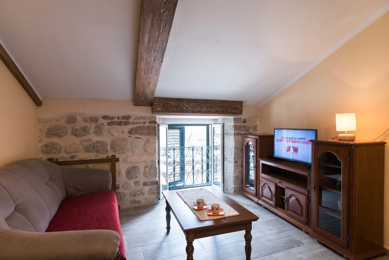 PUL..lux and quiet.(1BDRM).Old Town North Gate, alquiler vacacional en Kotor