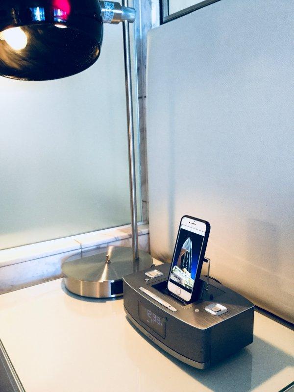 Bluetooth Radio-Reloj con doble iOS Rayo Muelle