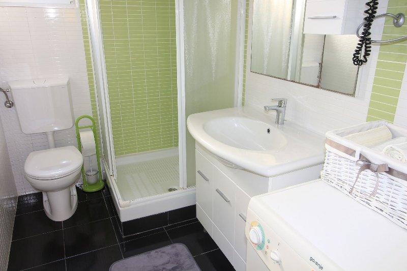 Ruzmarin(3+2): bathroom with toilet