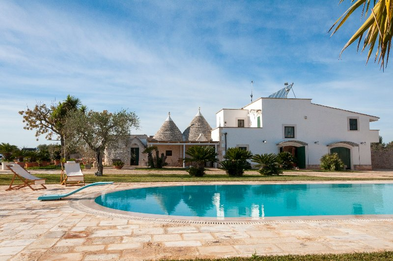 Trulli with Private Pool in Puglia for 8 people, vacation rental in Castellana Grotte