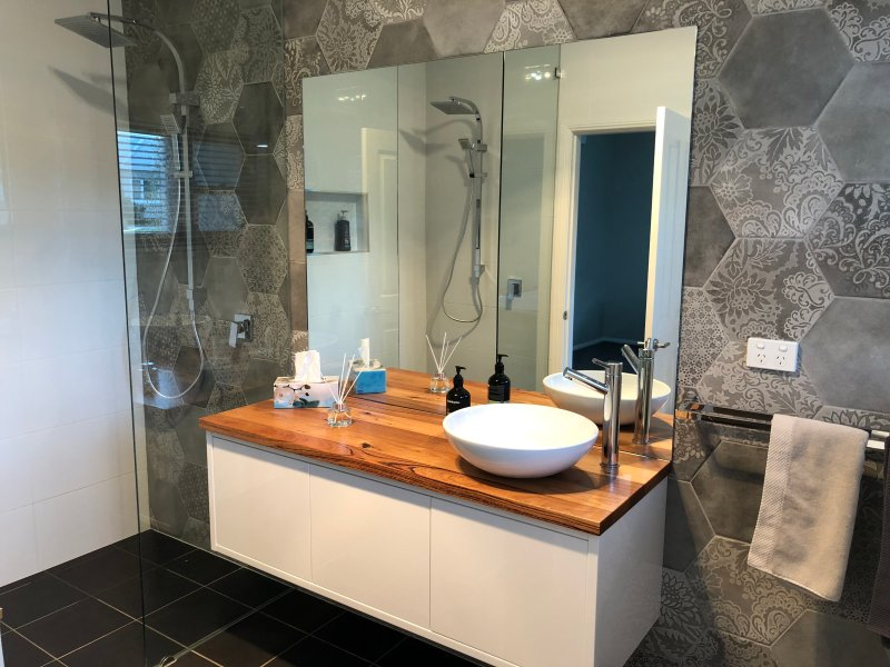 Master ensuite with double shower and bath