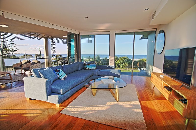 Kirra Wave 301 - Luxury Beachfront - All Linen Provided, holiday rental in Bilambil Heights