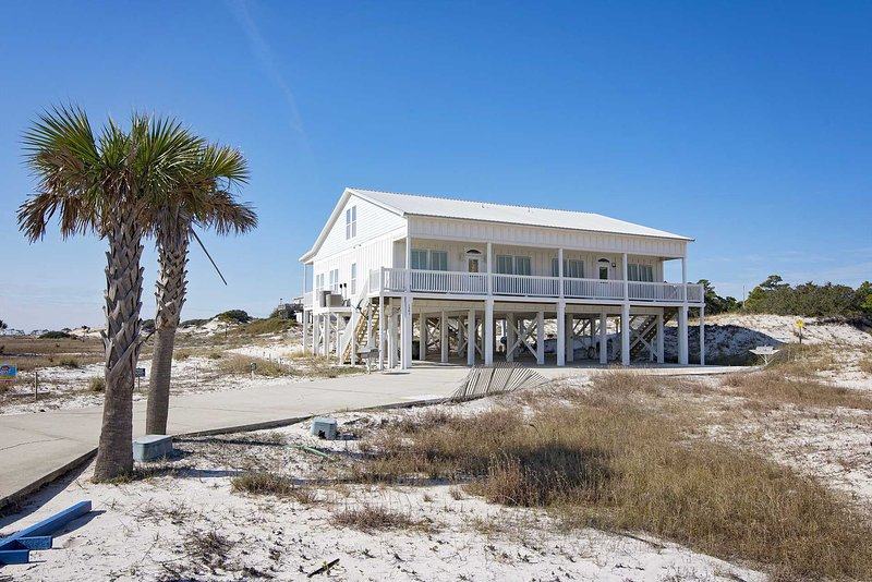 4 BR ~ Sleeps 8 ~ Pool/Beach Access ~ Gulf Views ~ Sandy Feat South, holiday rental in Fort Morgan