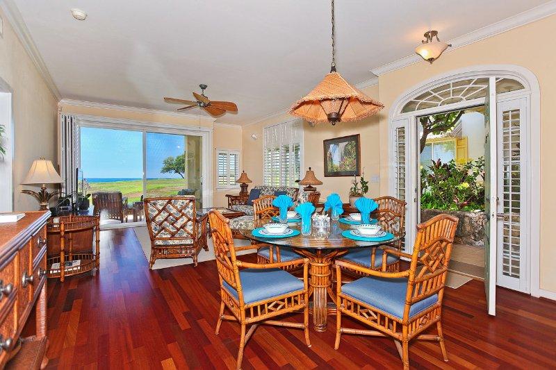 Salle à manger avec vue sur l'océan