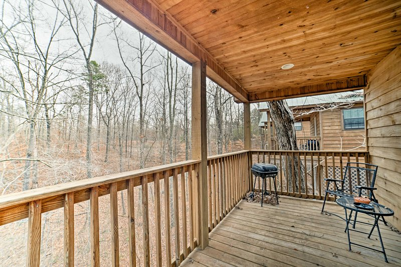 Situated on a quiet lot, this studio cabin features a private back deck with scenic views.