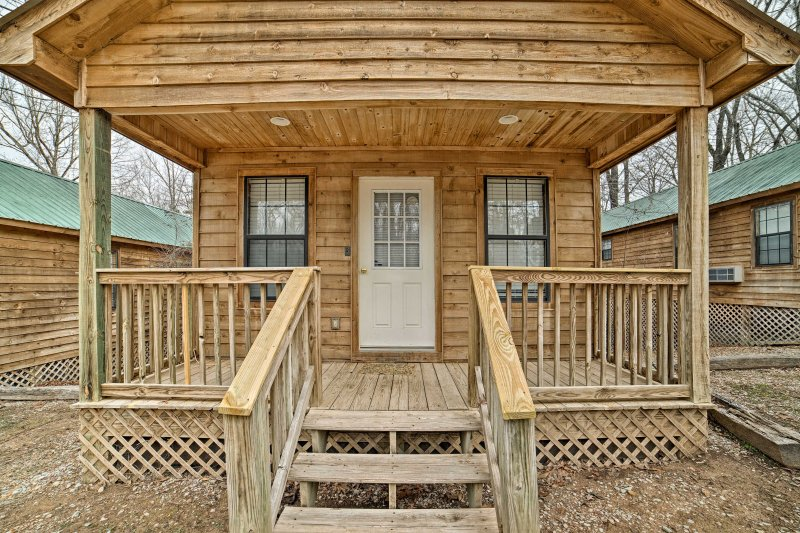 Find your Counce home-away-from-home at this lovely studio cabin!