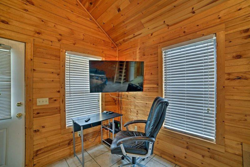 La cabine dispose d'un écran plat de 50 pouces Smart TV avec le câble.