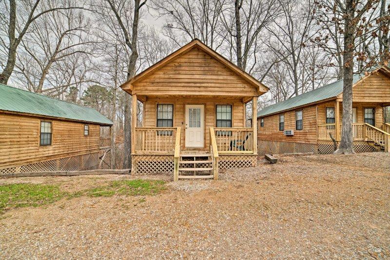 Ce studio cabine est niché sur un terrain boisé.