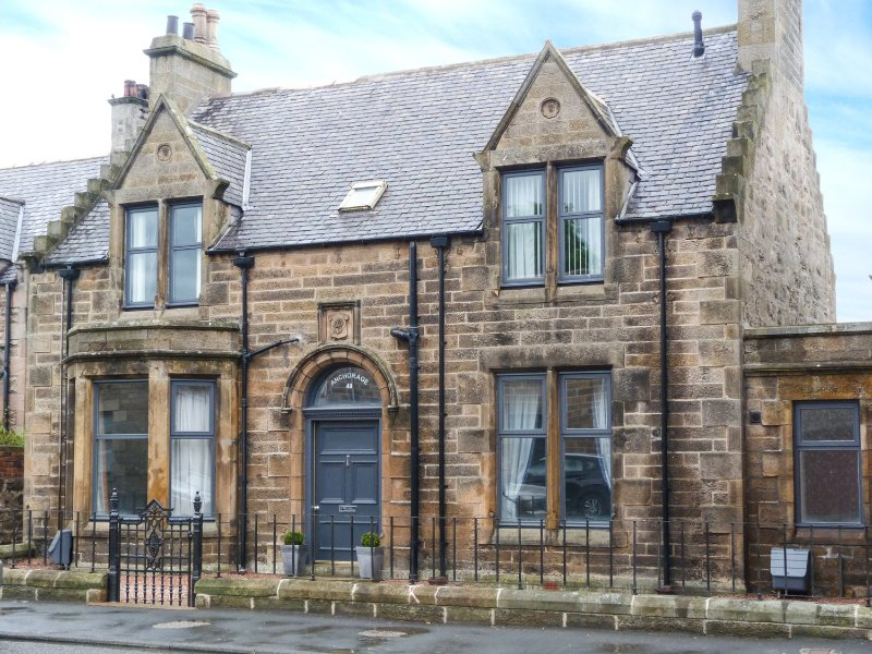 FIRTHVIEW, sea views, coastal location, amenities close by, in Buckie, Ref, vacation rental in Buckie