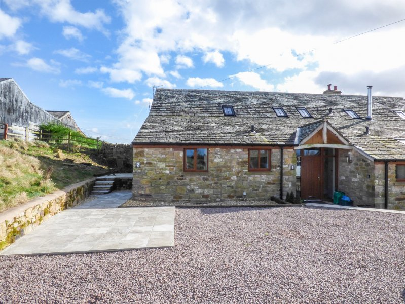 PEGGIES BARN TWO, king-size double, shop and pub 1.5 miles, Wifi, Penrith, Ref, holiday rental in Bolton