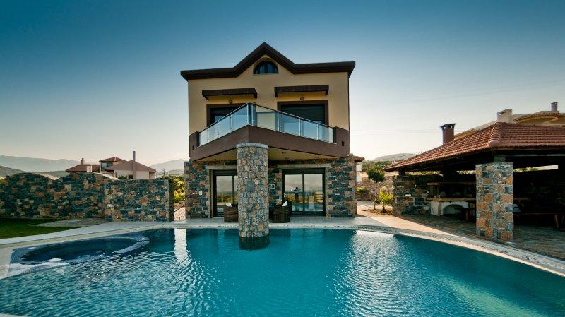 Villa St Nicolas & Villa Theano - 8 bedrooms - 16 guests, holiday rental in Choumeriakos