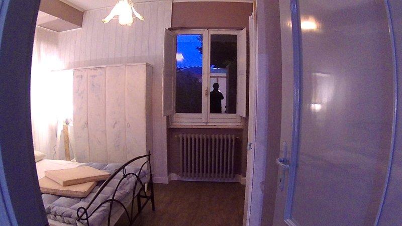 Camera doppia con bagno interno appena ristrutturata in tenuta di 30.000 mq., location de vacances à Itri