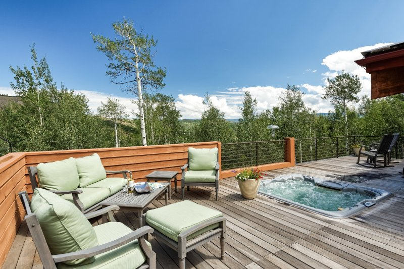 1000 Sq Ft Deck with Hot Tub