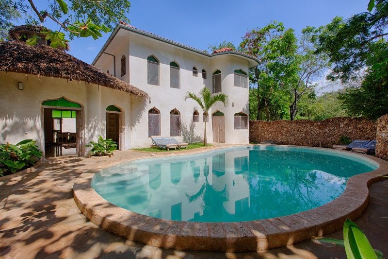 Stunning private villa in a beach compound BOHEMIA HOUSE, holiday rental in Diani Beach