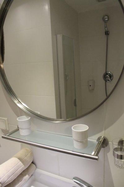 Bathroom downstairs 03