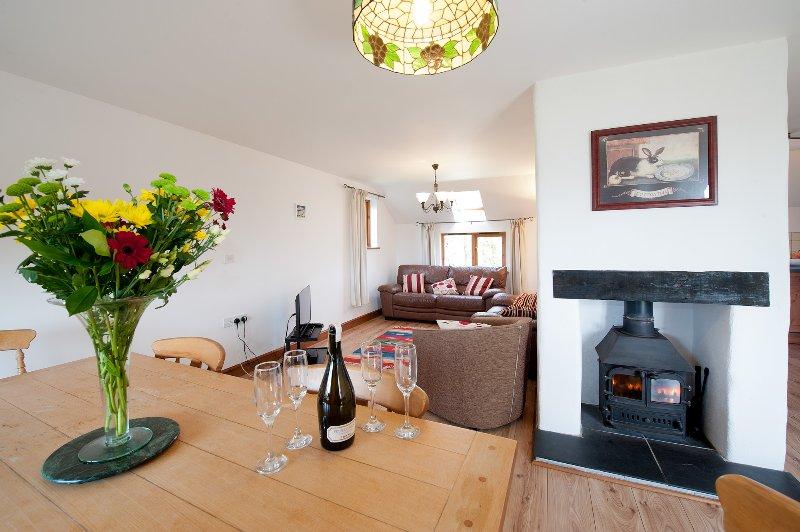 Manor es una casa moderna, con una gran sala de estar abierta y excelentes vistas sobre el campo.