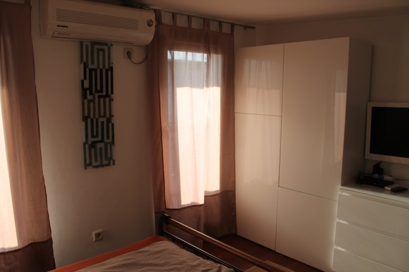 Bedroom upstairs 01