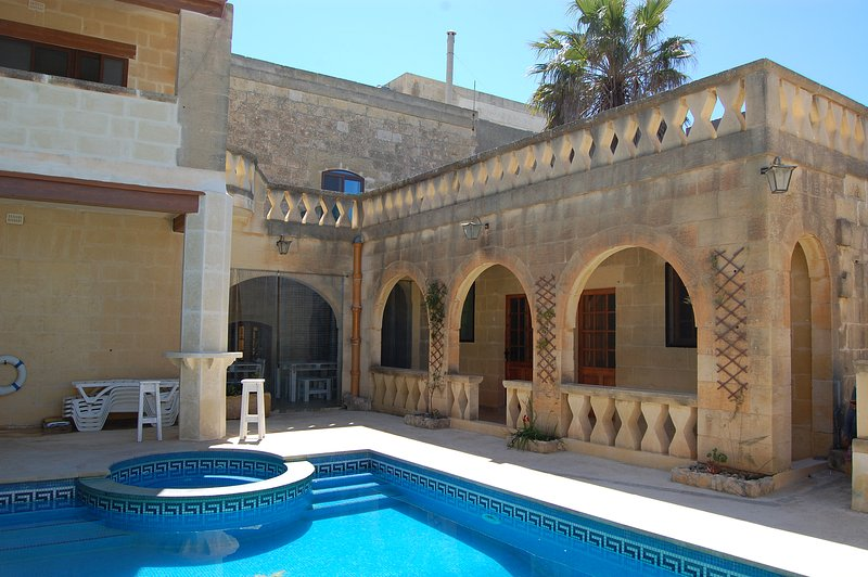 Family Room in typical Farmhouse B&B, holiday rental in Gharb
