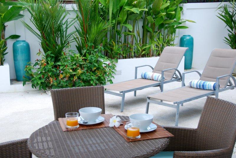 opciones para comer al aire libre en la terraza de Villa 959