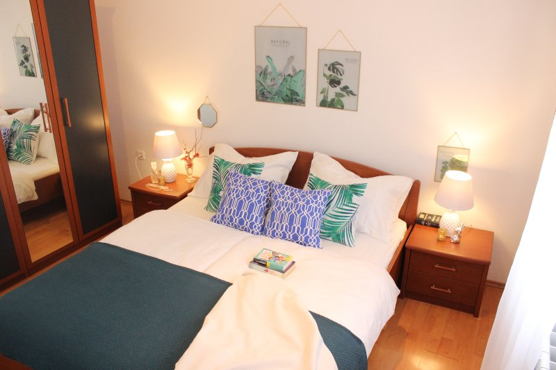 Apartment Kito A2, Bol by the sea, vacation rental in Bol