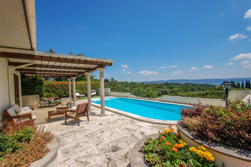 House with private pool and panoramic view on the lake, 500 meters from Gradoli, vacation rental in San Lorenzo Nuovo