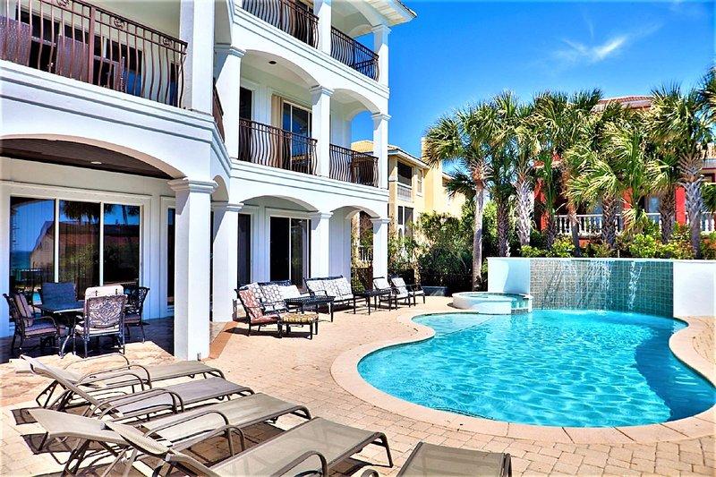Bienvenido a Over The Top! ¡Disfruta de tu piscina privada y cocina de verano, capacidad para 24 invitados!
