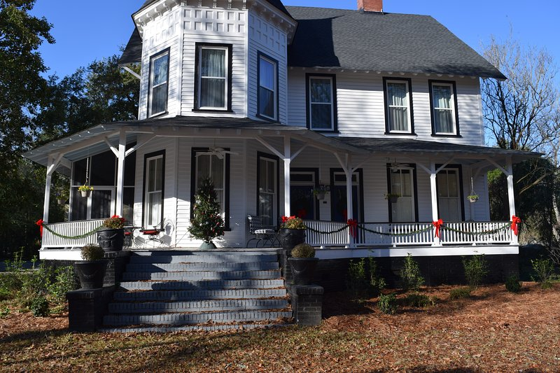 Entire Upstairs of Victorian Home in Historic Downtown Camden, SC Separate Entra, casa vacanza a Elgin