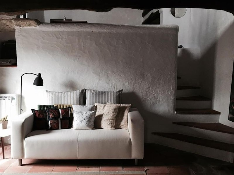 Casa do Passaro Branco 2 to 4 pax (Center of the Village), vacation rental in Usseira