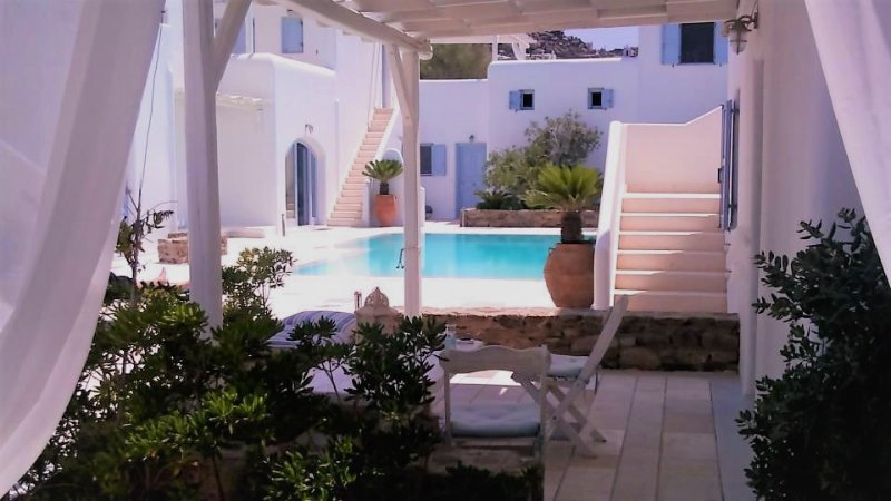 BLUE DAISY House in ORNOS Beach (1' minute walking distance), MYKONOS Island, holiday rental in Ornos