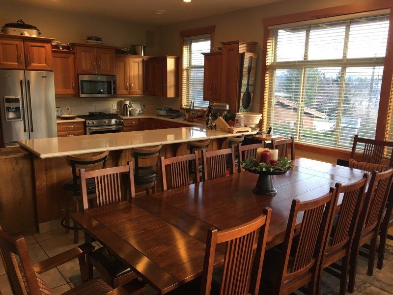 Nuestra amplia cocina permite que toda la familia se unen para preparar y participar en las comidas.