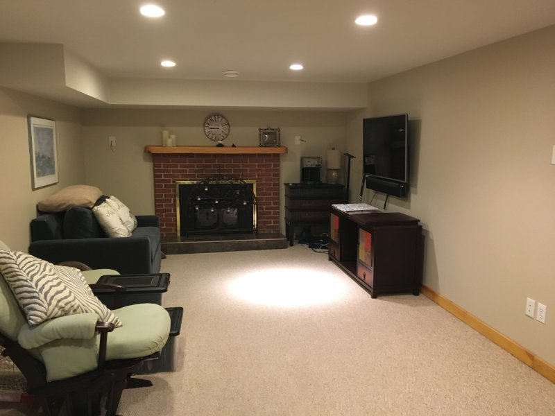 Esta habitación familiar en el nivel inferior tiene una sola litera doble /.