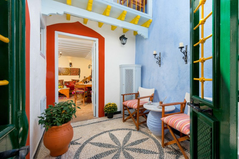 'Giorgos' Old Story' 2-Bed Duplex Stone House with Private Hamam, vacation rental in Rhodes Town