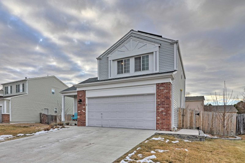 Within 30 minutes of Denver's most popular attractions, this home is the perfect combination of city and suburb for your next urban Colorado retreat!