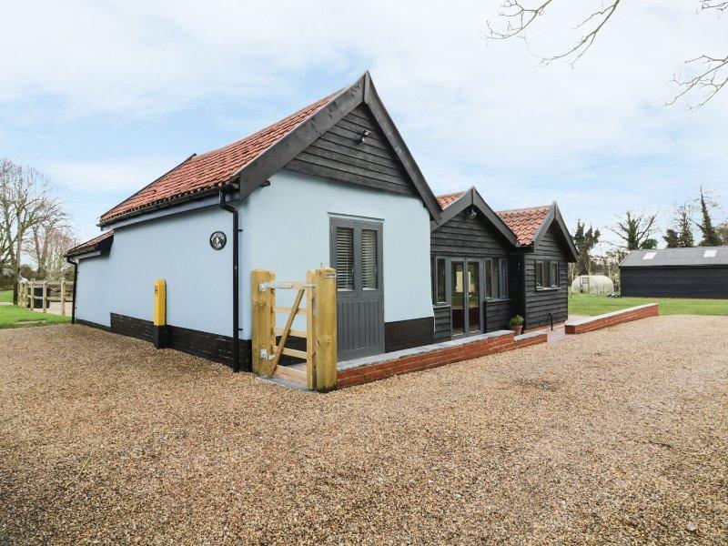 WHITEHANDS FARM, WiFi, open-plan living, all bedrooms en-suite, Ref 938543, holiday rental in Larling