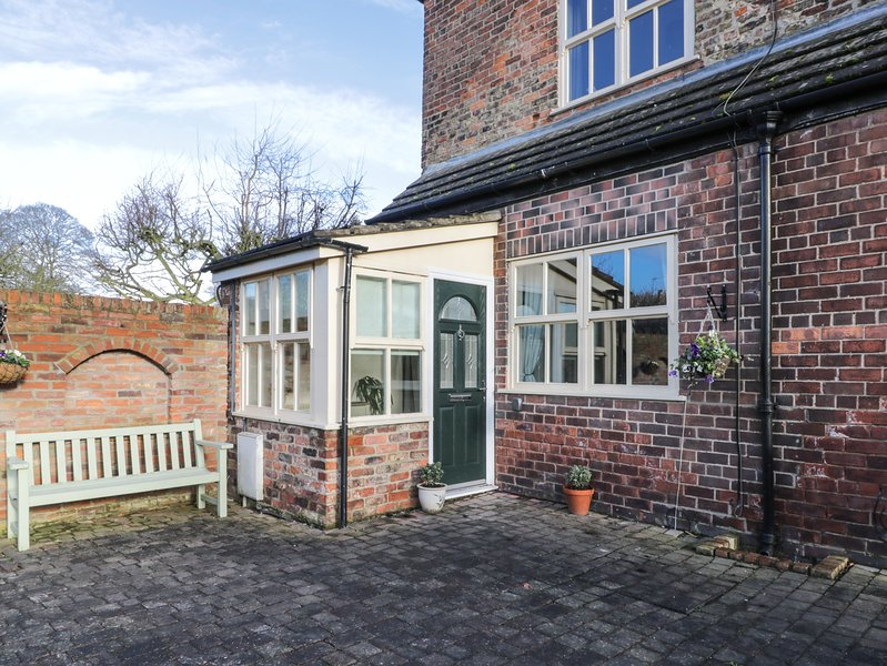 WESLEY COTTAGE, pet-friendly, WiFi, in Brandesburton, Ref 922628, holiday rental in Mappleton
